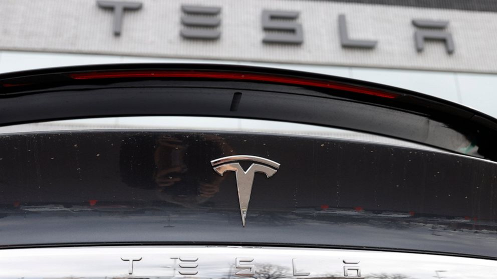 Tesla tries to assure workers there's no big virus outbreak