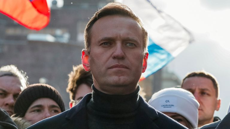Tests indicate Putin critic Alexei Navalny was poisoned, German doctors say