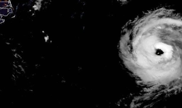 Hurricane Paulette batters Bermuda