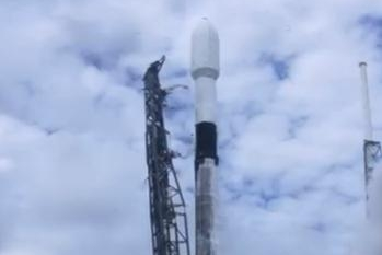 SpaceX launches cluster of Starlink satellites