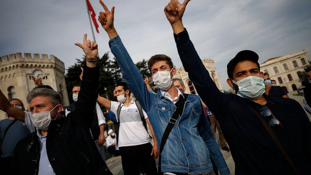 Turkish leaders condemn Charlie Hebdo cartoon of Erdogan
