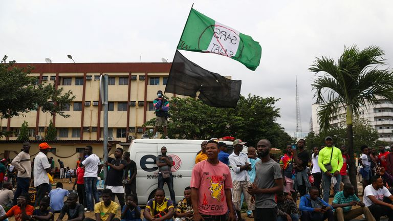 •Demonstrators gather on the street to protest against alleged police brutality, despite a round-the-clock curfew imposed by the authorities on the Nigerian state of Lagos, Nigeria October 20, 2020. REUTERS/Temilade Adelaja