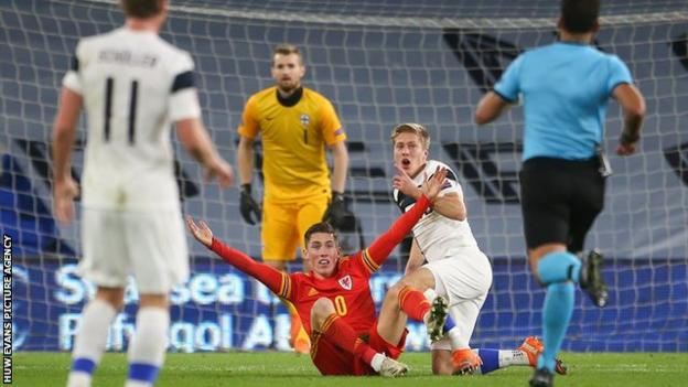 Wales 3-1 Finland: Wales beat 10-man Finns to win Nations League group