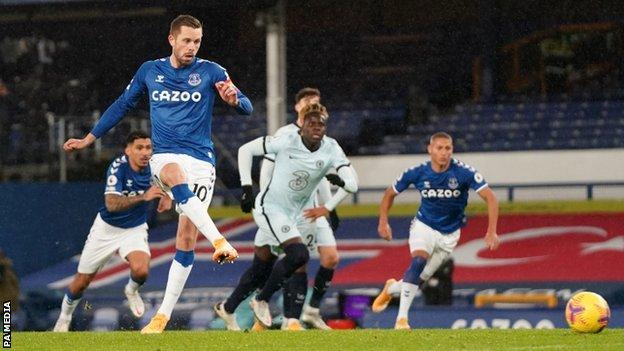 Everton 1-0 Chelsea: Gylfi Sigurdsson penalty gives hosts Goodison Park win