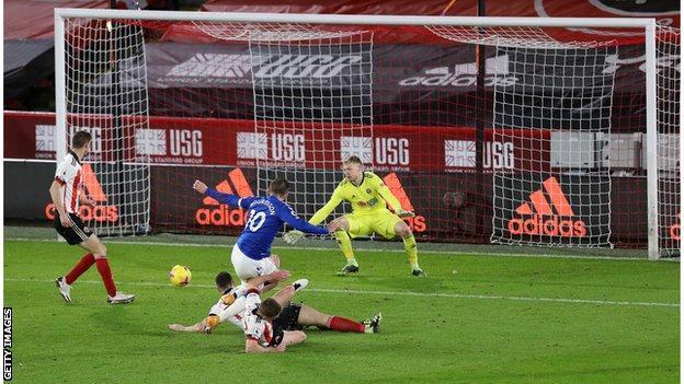Sheffield United 0-1 Everton: Gylfi Sigurdsson's late winner sends Blues second