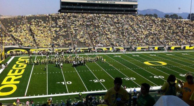 Washington halts football activities due to COVID-19, Oregon game in doubt