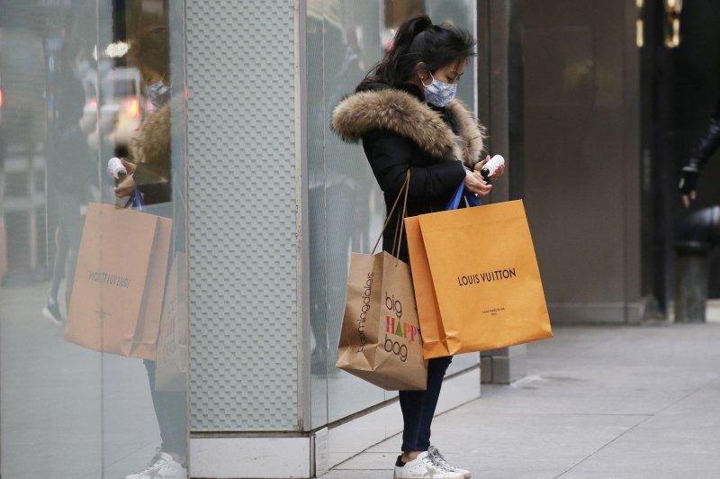 Consumer spending in U.S. falls by $28 billion in December