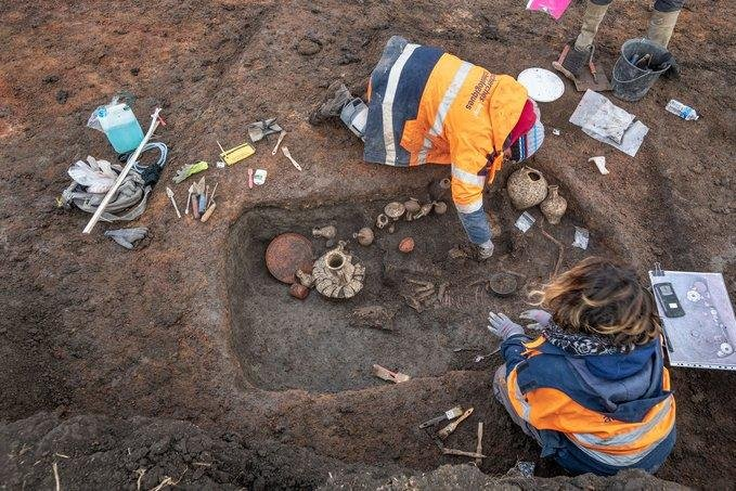 French archaeologists find ancient grave of child, pet dog