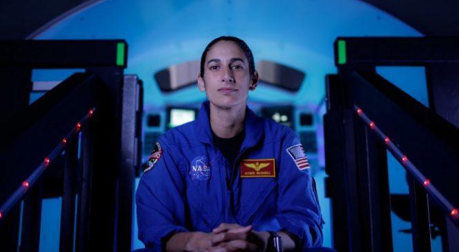 NASA prepares Orion simulator for lunar mission training
