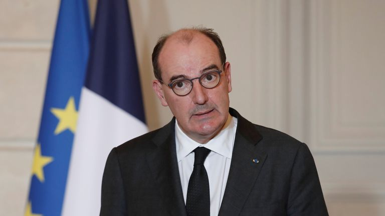 France to close borders to all non-EU countries from Sunday