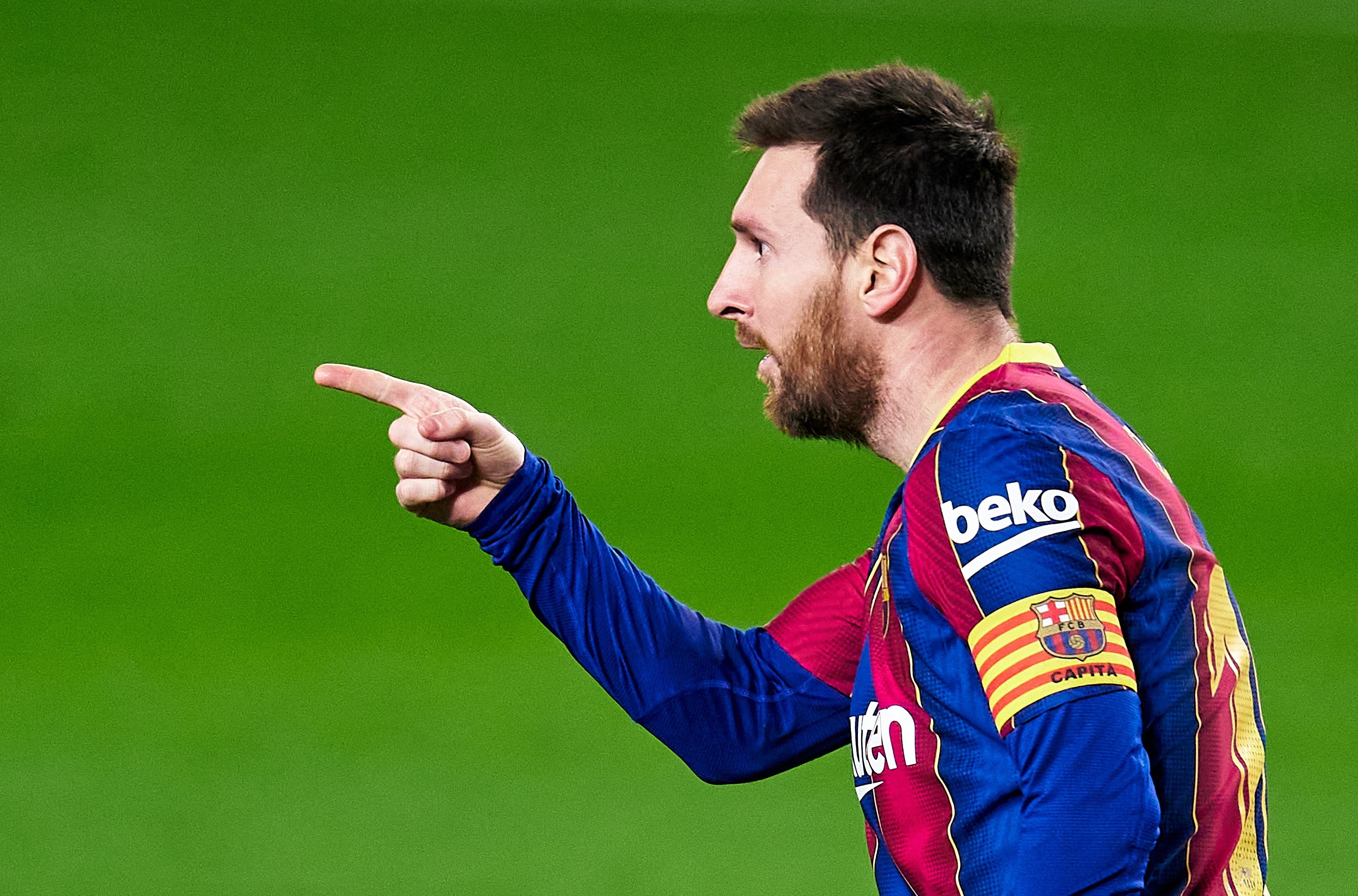 Lionel Messi moves in front of Luis Suarez at top of LaLiga scoring charts with brilliant brace in victory over Elche