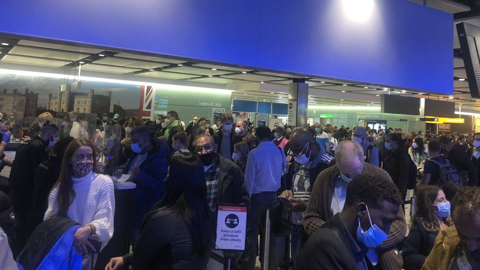 Heathrow says airport border queues at 'unacceptable level'