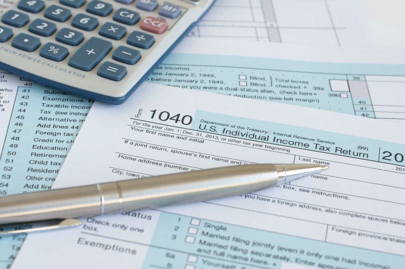 Reports: IRS to extend deadline for tax returns