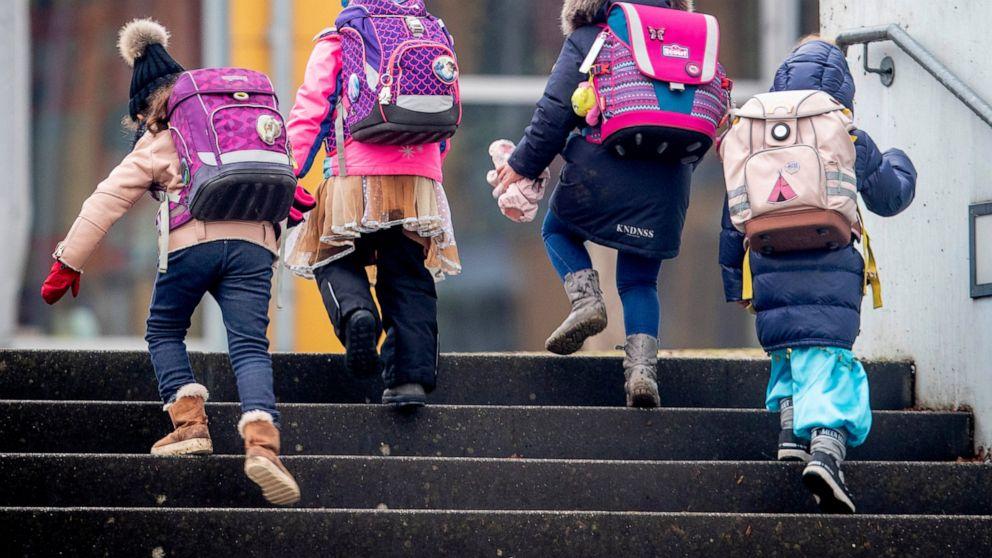 Teachers lament 'chaotic' virus rules in German schools