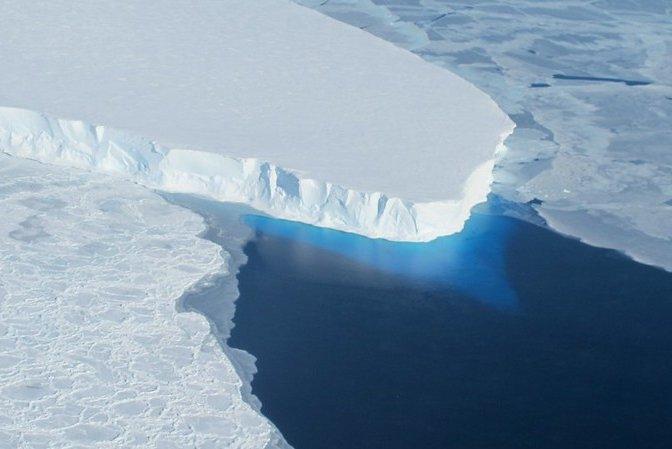 Scientists measure ocean currents underneath 'Doomsday Glacier'