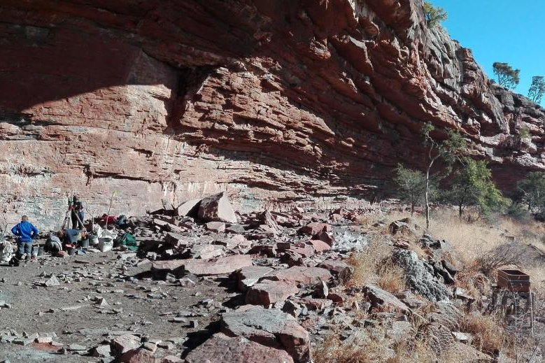 South African rock shelter artifacts show early humans colonized inland areas